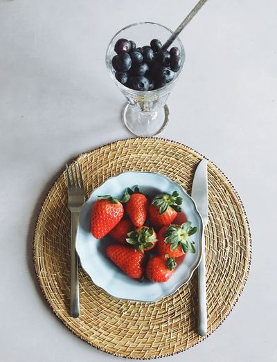 Strawberry Fruit Food Food And Drink Freshness Healthy Eating Red Plate Studio Shot Bowl Temptation Berry Fruit No People Close-up Sweet Food Table Indoors  White Background Indoors  Blueberry High Angle View Headshot Directly Above Food And Drink Ready-to-eat