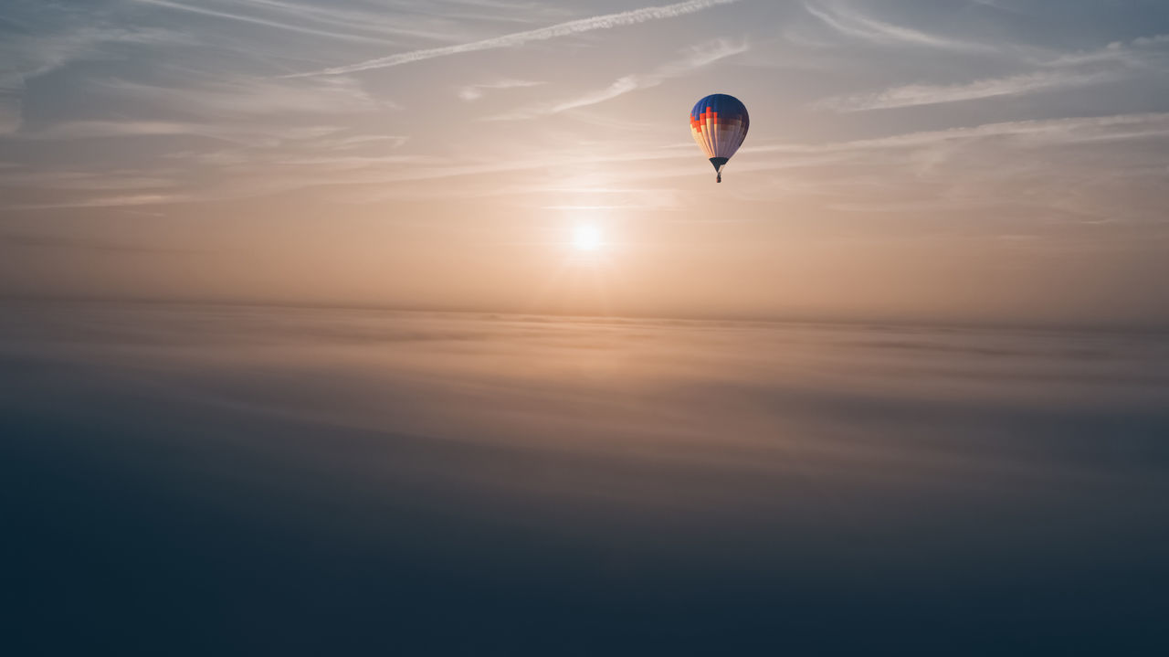 Sunset Mid-air Exhilaration Outdoors Dusk Sport Flying Adventure Sky Nature Extreme Sports Landscape Vacations Summer Horizon Aerial Drone  Cloud Hot Air Balloon Morning Sunrise Golden Hour Sun Live For The Story The Great Outdoors - 2017 EyeEm Awards