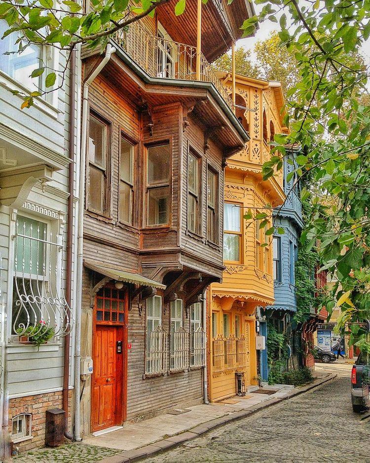 Kuzguncuk Kuzguncuk, Istanbul, Perfect Istanbul Turkey Turkey Houses And Windows Oldtimehouses Crabist