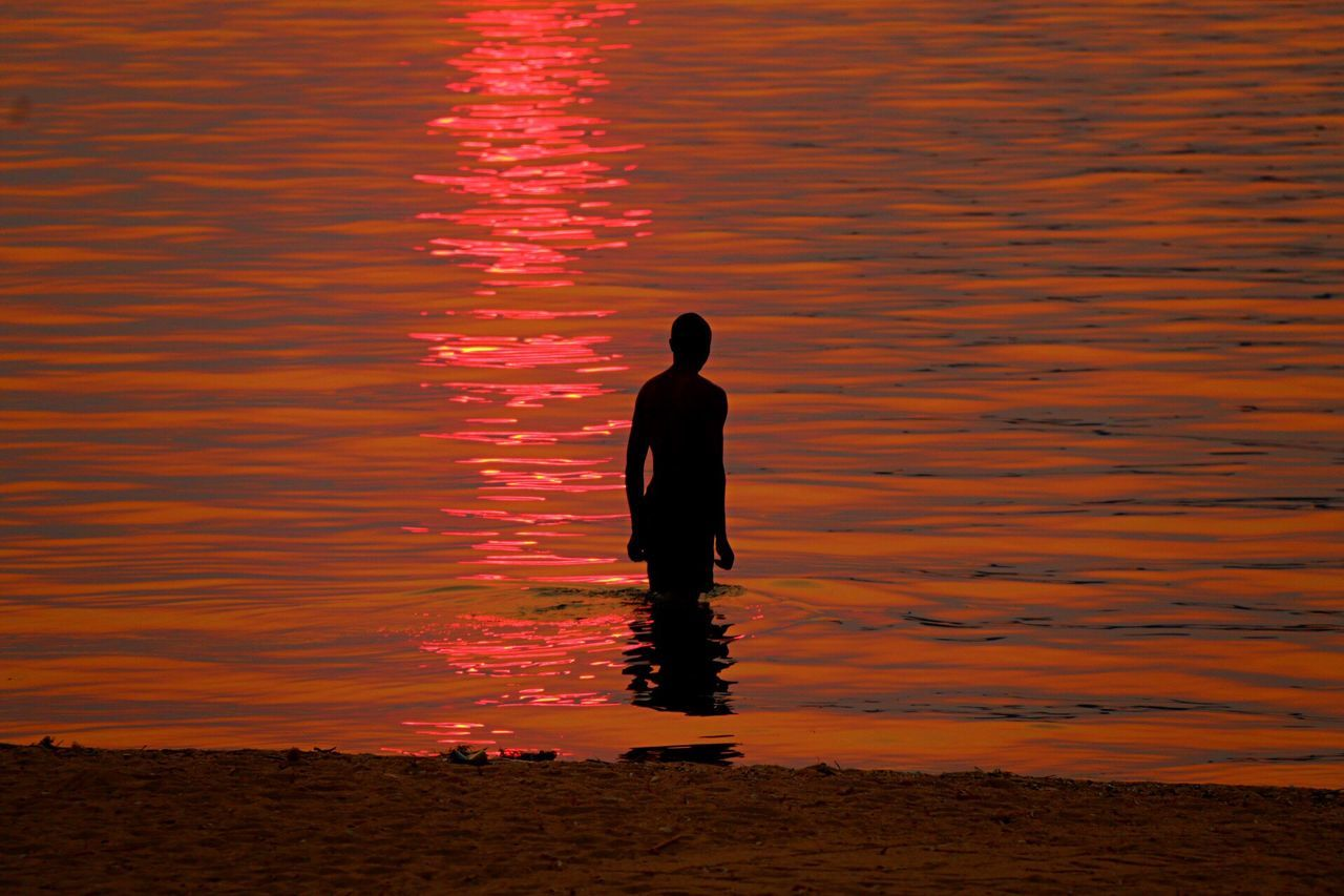 Colour through water Water Light Sunset Sunset #sun #clouds #skylovers #sky #nature #beautifulinnature #naturalbeauty #photography #landscape Africa Silhouette One Person Nature Outdoors Tranquility Relaxing Africanamazing Colour Of Life Horizon Over Water Reflection EyeEm Best Shots Shimmer Color Palette Pink Color Lake View Lake Malawi