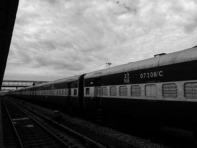 चलती का नाम गाडी! 😊☺🚂 Framedsymphonies Mytraveldiary JammuandKashmir India Increadibleindia Iwanderwhy Wanderlust Wanderer Mobilephotography AnshumanShuklaPhotography