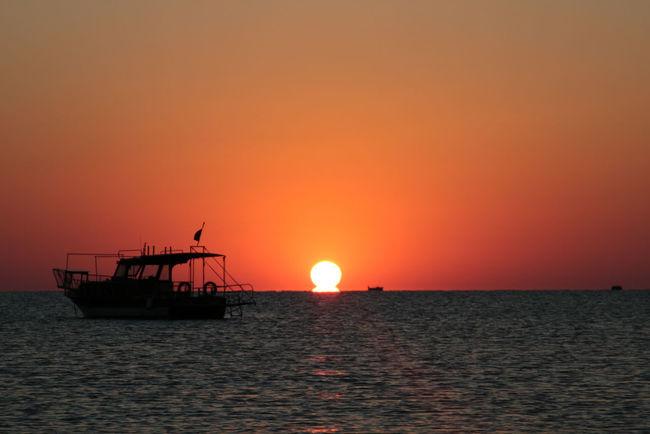 Adrasan, sunrise on sea... Sunrise Sunriseonsea Sea Sun Antalya Turkey Türkiye Travel Bestdestinations Bestplaces Canonphotography Canon70d