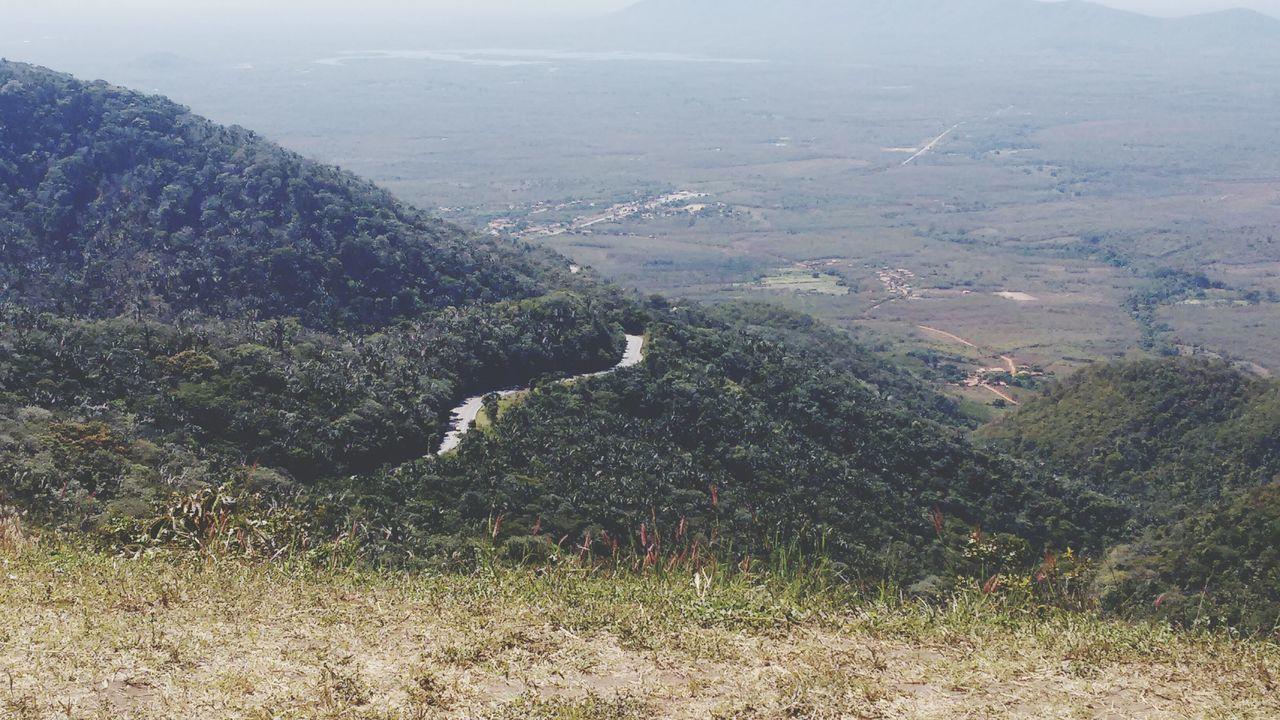 Estrada que liga a natureza