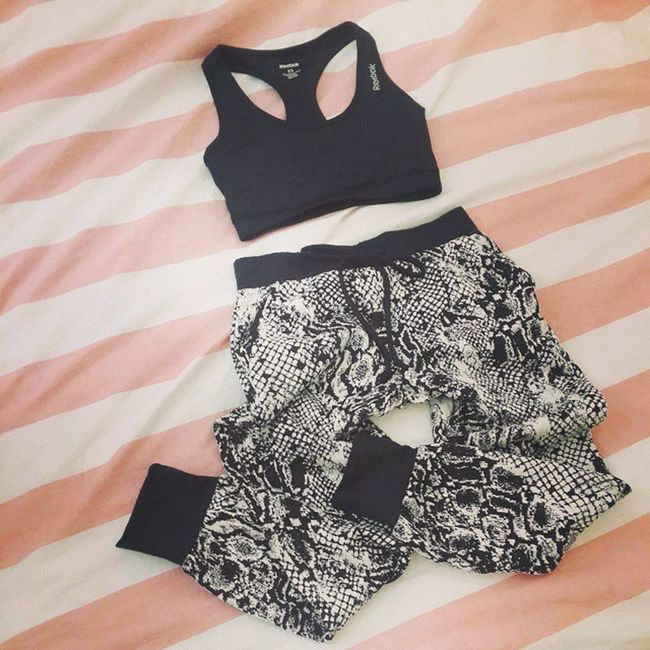 Got great new comfy clothes for my New classes from Winners . FEEL SSO? Reebok Sportbra Blackandwhite patternedpants