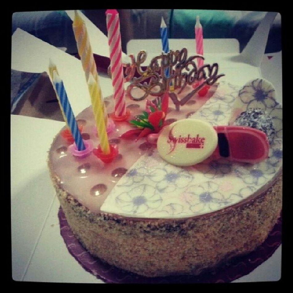 Happy 25th , Cousin! Champagncake YumYum Swissbake Cake yay