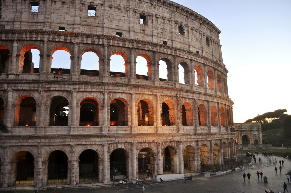 Coliseo Romano Roma Italia Travel Destinations Travel History Architecture Tourism City Cultures Outdoors Built Structure Amphitheater People Day Tourist Beautiful Day Enjoying Life Taking Photos EyeEm Gallery Scenics Urbanexplorer Arch Architecture Old Ruin