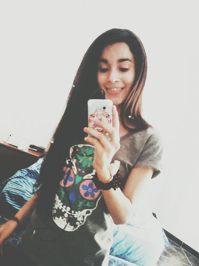 Girl SelfieInMirror Me Hi
