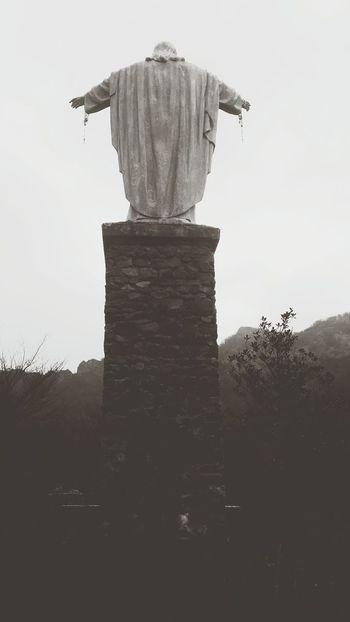 La benedizione del camminatore Outdoors Black And White Photography Jesus Christ Statue Sculpture Backside Portrait