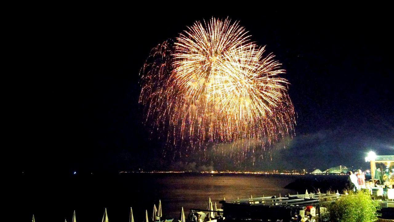 Fuochi D'artificio  Spetacular Pirotecnia Rivierafrancese Eye4photography  EyeEm Best Shots Night
