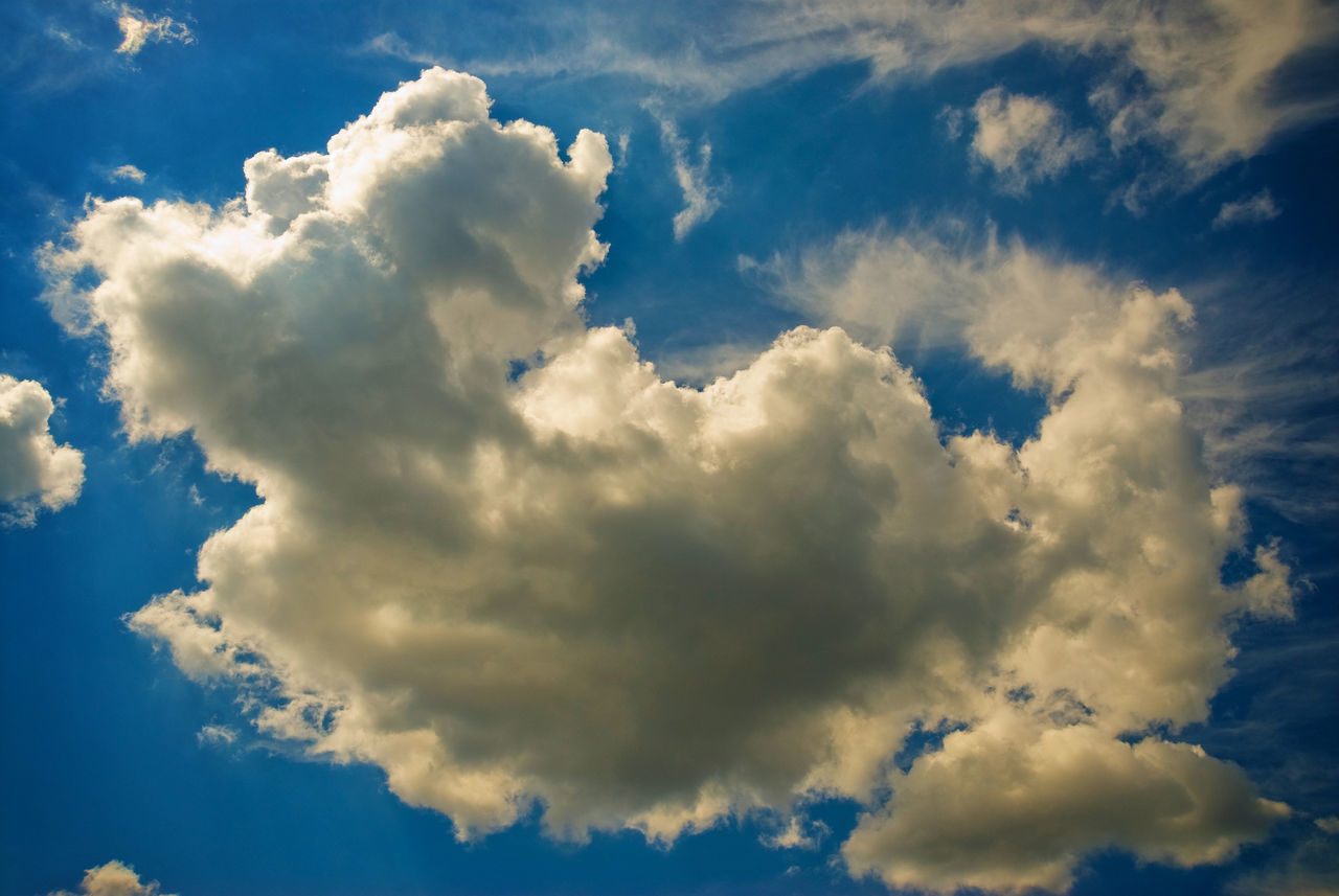 Beauty In Nature Cloud Cloudscape Dramatic Sky Light Majestic Outdoors Silhouette Sky Weather Shades Of Blue Heaven Moody Sky Cloudy Clouds And Sky Clouds Atmosphere Getting Inspired Skyfaces