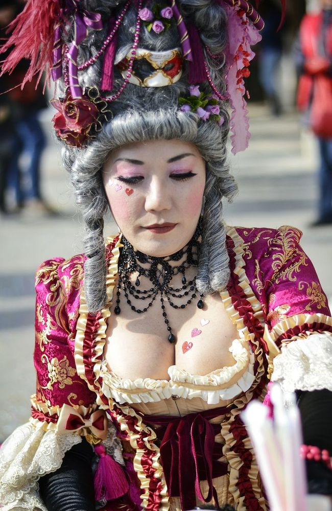 Colors Of Carnival Pink Heart Pink Lady Venice Venice Carnival Streetphotography Street Photography Streetphoto_color Street Portrait Curvygirls Carnival The Portraitist - 2016 EyeEm Awards The Street Photographer - 2016 EyeEm Awards People And Places