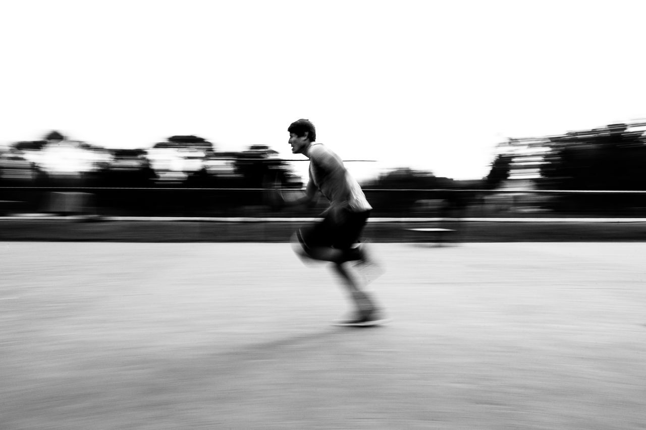 El Talar, Tigre (ARGENTINA), 12 Julio de 2016: Entrenamiento de Jaguares en Club Champagnat, el Martes, 12 de Julio de 2016 en el Talar, Tigre, Argentina. (foto: Pablo Gasparini) Black & White Black And White Blackandwhite Blur Blurred Motion Fitness Fitness Training Motion Outdoors Rugby Rugby TIME Rugby Union RugbyIsLife Training Day