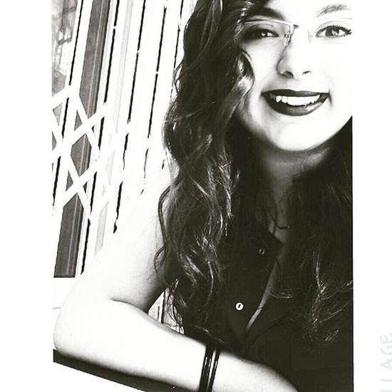 Eskilerden Back Lady Smile Black Blackandwhite
