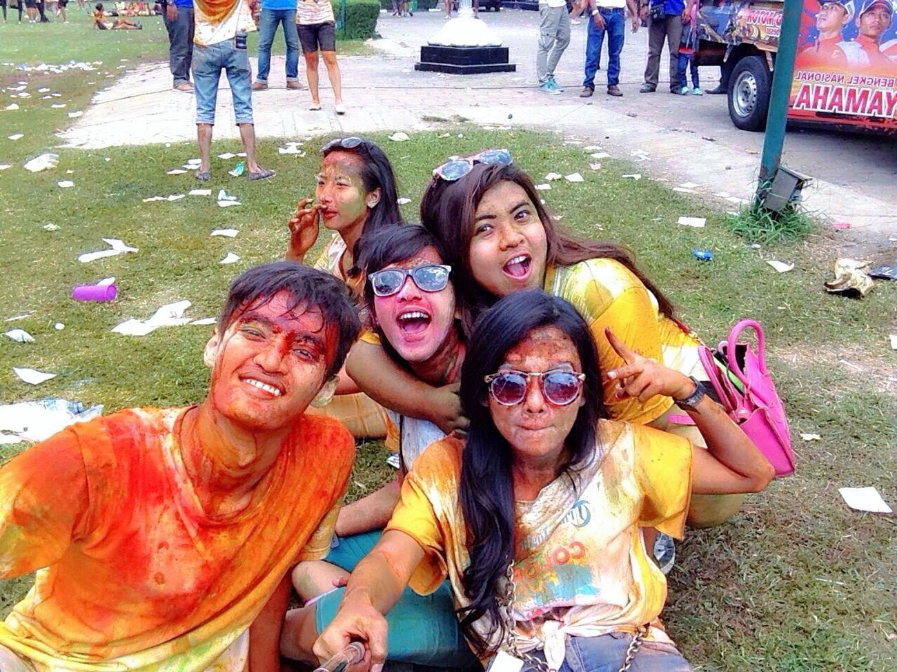 Let's colour! Color Run Indonesia Color Run Color Run Jogja Happy Me