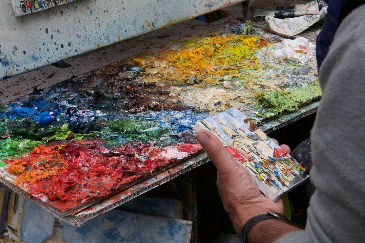 Adult Adults Only Art Studio Artist Close-up Day Holding Human Body Part Human Hand Indoors  Men Multi Colored Occupation One Man Only One Person Only Men Paintbrush Palette People Real People Skill  Working