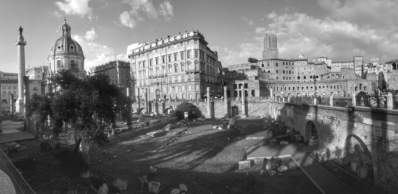 Foro di Traiano, Roma . Roma Forotraiano Ancientrome Blackandwhite Wideangle Monochrome Panorama Cityscapes Forum Archeology Italy Tourist Architecture Rome