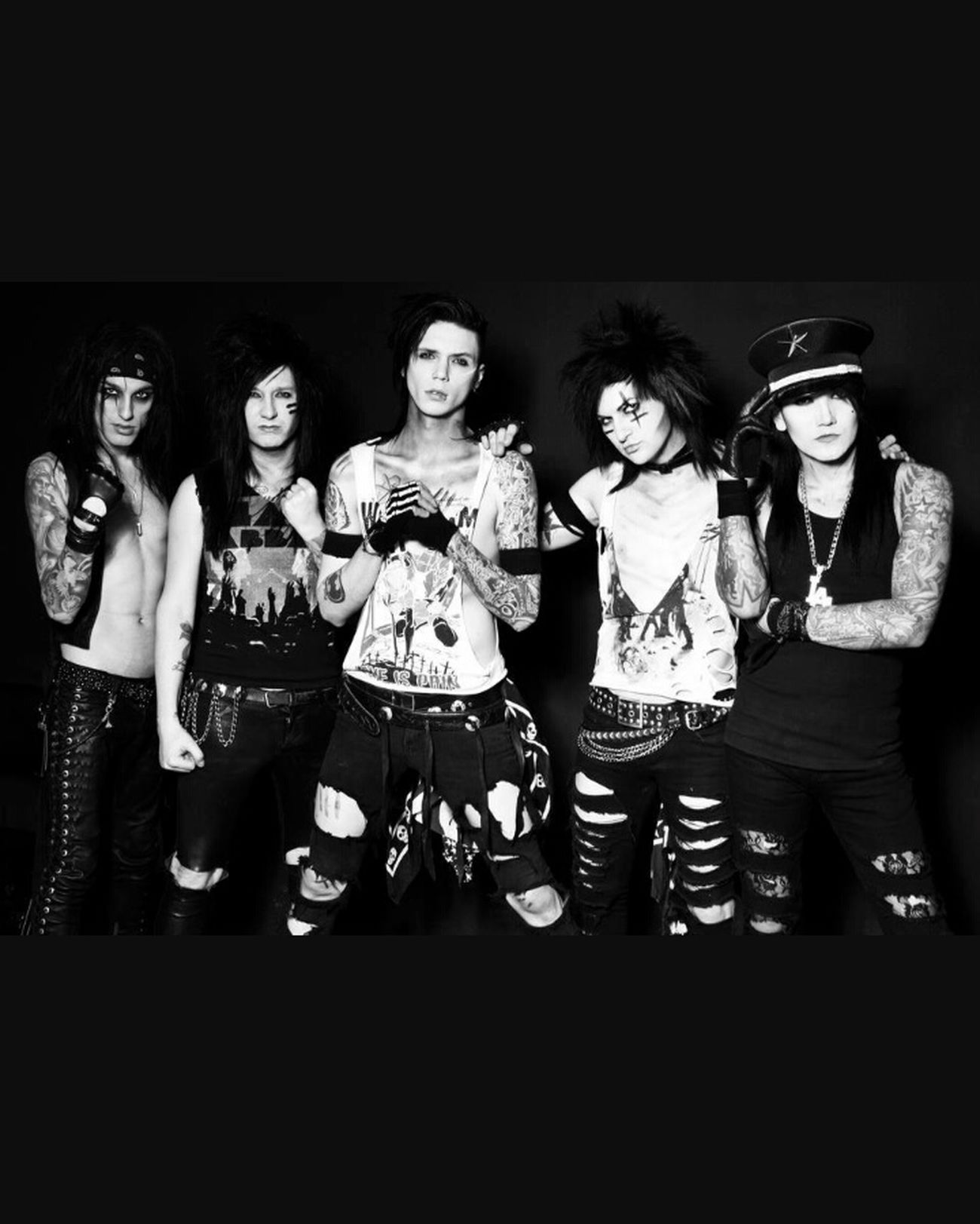 Thebest Photooftheday Picoftheday Blackandwhite Black & White Band BvB Bvbarmy BlackVeilBrides AndyBiersack Ashleypurdy Jinxx Listening To Music