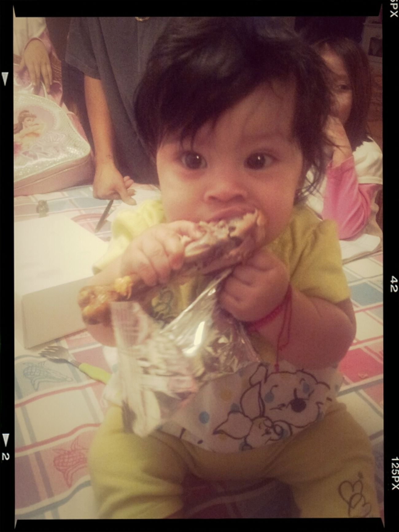 Lol my lil girl eating some pollo c: