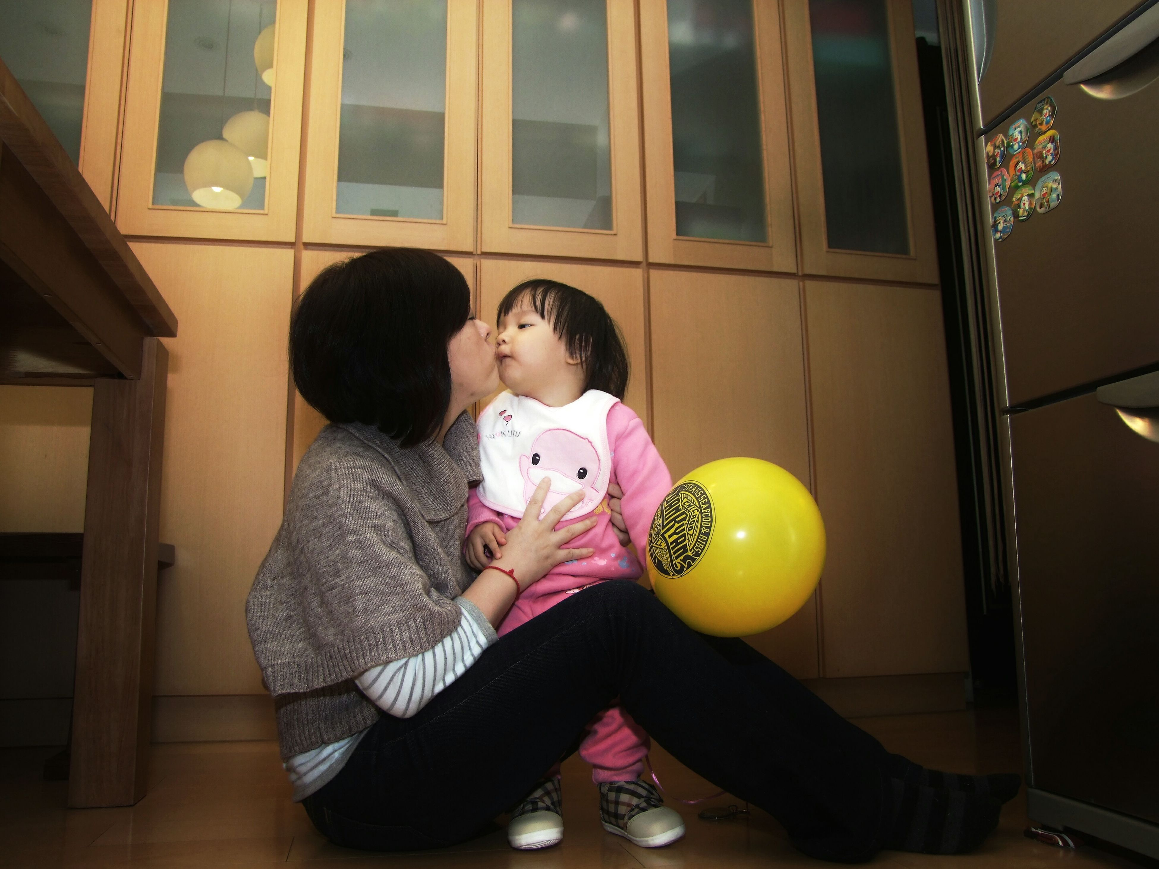 lifestyles, childhood, casual clothing, elementary age, indoors, boys, leisure activity, person, full length, three quarter length, girls, holding, innocence, togetherness, standing, sitting, cute