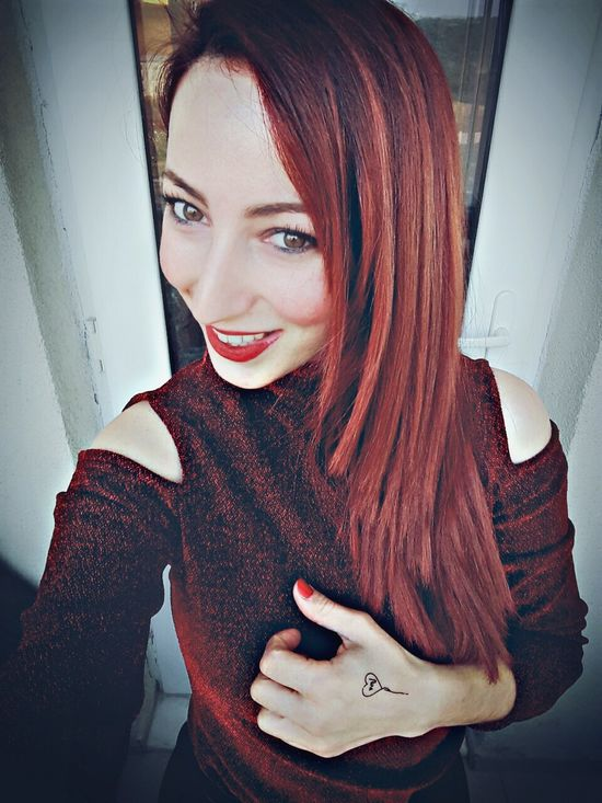 Picoftheday Beauty Amazing Redlips Mystyle Elagöz Pretty Girl Likeforlike Selfportrait Red Hair Cool Smile Fashion&love&beauty Red Hazel Eyes  Gulumse Follow4follow Pretty Redhair Photography Happyweekend