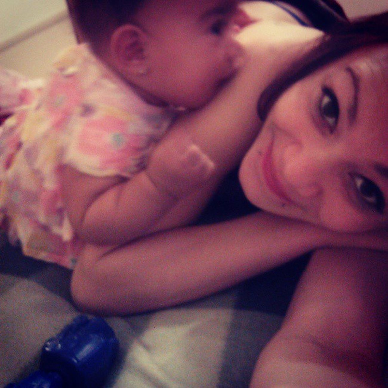 She stay biting mii when she watches tv lol JayLeah <3