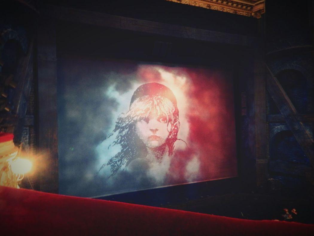 Throwback London Les Misérables Musicals Queens Theatre Nikonl120
