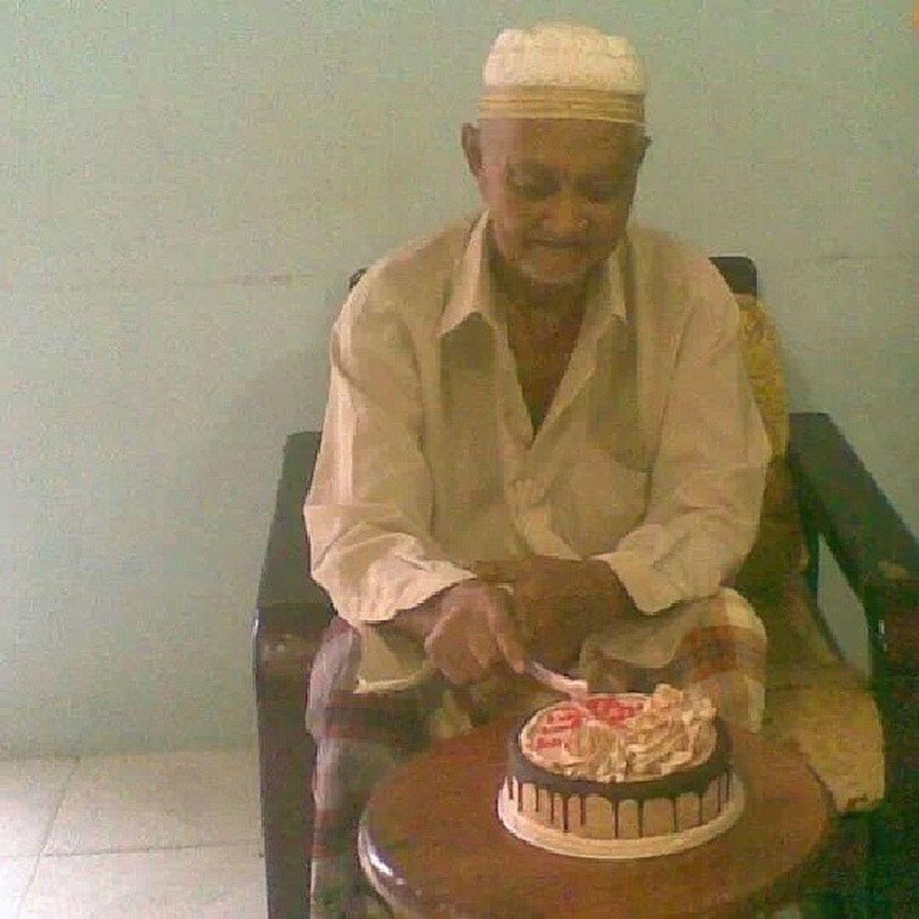25/1/2014. Genap 3 tahun nenek meninggal kan kami semua. Banyak kenangan bersama tidak aku dapat lupakan. Aku rindu kita nenek. Sangat merindui. Al-fatihah to late grandpa and grandma. I miss you!!!! 25 /01/2011