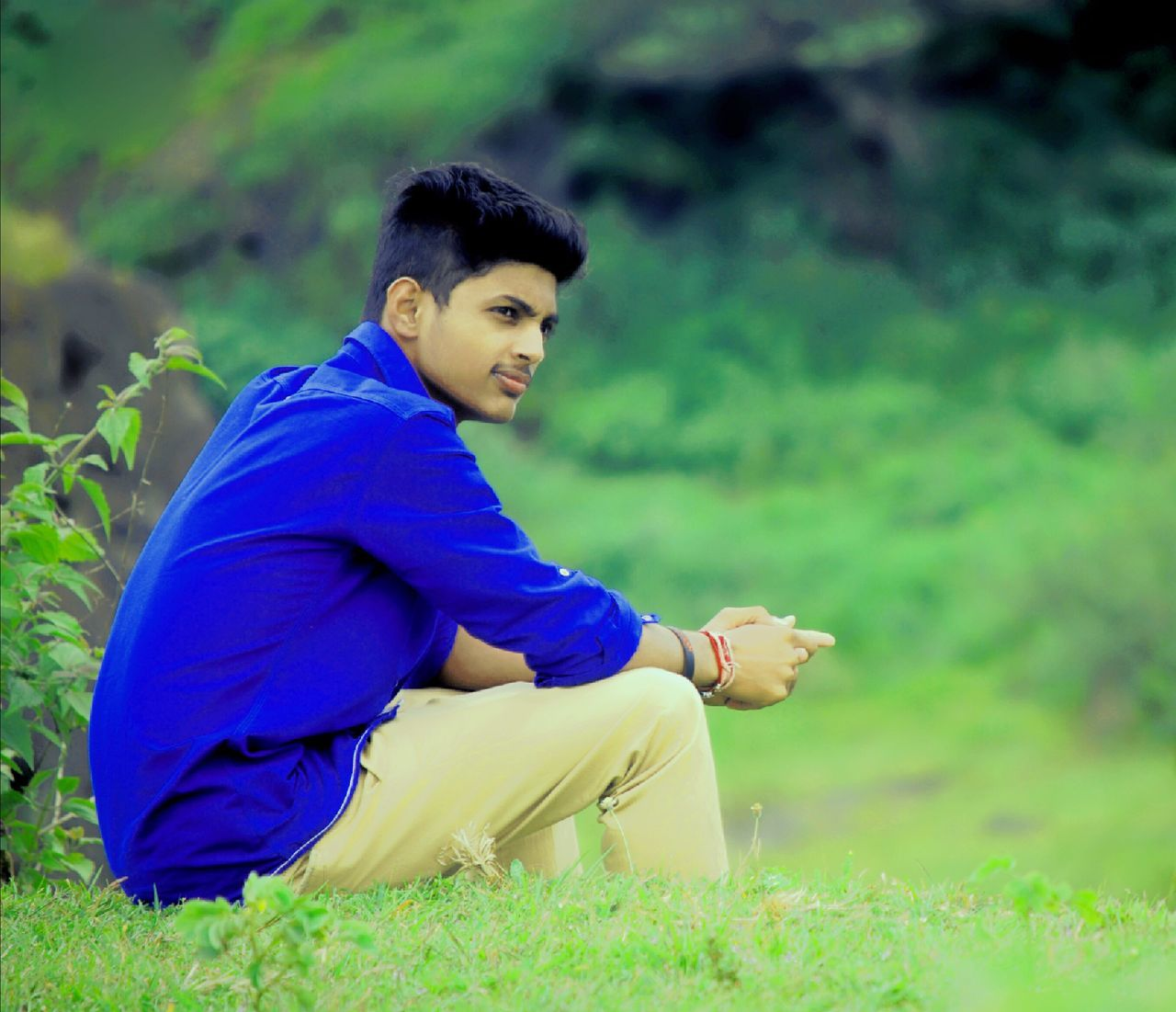 My pic Grass Outdoors Beauty Young Adult Nature Adult Happiness Beauty In Nature My Pic My Edit Photography Suggestions Accepted Gave Plz Suggestion Traveling Home For The Holidays