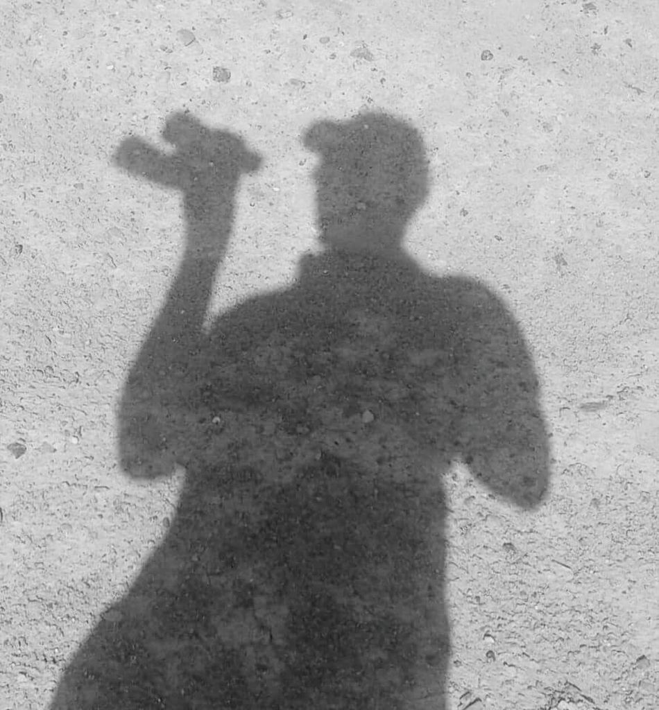 الظل مقابل الاتجاة ✌ Shadow Focus On Shadow Sunlight Real People Day EyeEm Best Shots Eyeemfirstphoto Eye4photography  Electrical Engineer Like Likeforlikealways Likeforlike Like4like Likes ✌✌ Followme