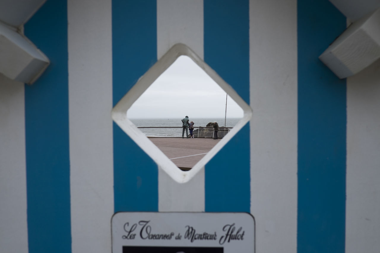 Bretagne Diminishing Perspective Geometry Les Vacances De Monsieur Hulot Monsieur Hulot Saint-Marc-sur-Mer Sign Symmetry Tourism Tourists Vertical Symmetry Wall