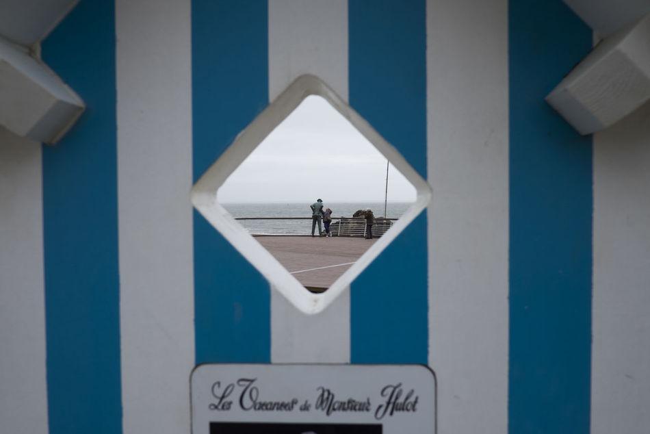 Bretagne Diminishing Perspective Geometry Les Vacances De Monsieur Hulot Monsieur Hulot Saint-Marc-sur-Mer Sign Symmetry Tourism Tourists Vertical Symmetry Wall