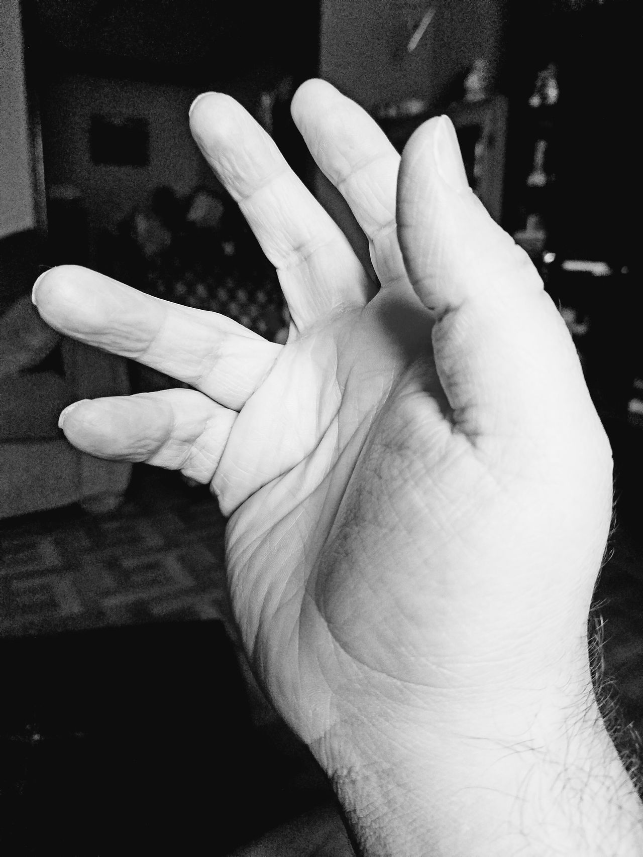 One handed Human Hand Human Body Part Real People Indoors  One Person Close-up People Day Eye4photography  Samsung Galaxy S7 Edge