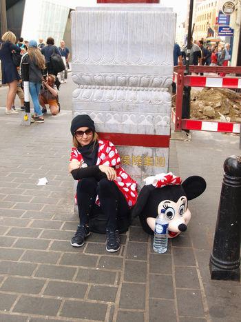 West End Street Photography. 12-07-2017. London. Uk. City City Life City Street London Moped Mopeds Olympus Steve Merrick Stevesevilempire Street Street Photography Streetphotography Urban West End Zuiko Minnie Mouse Minniemouse Tea Break