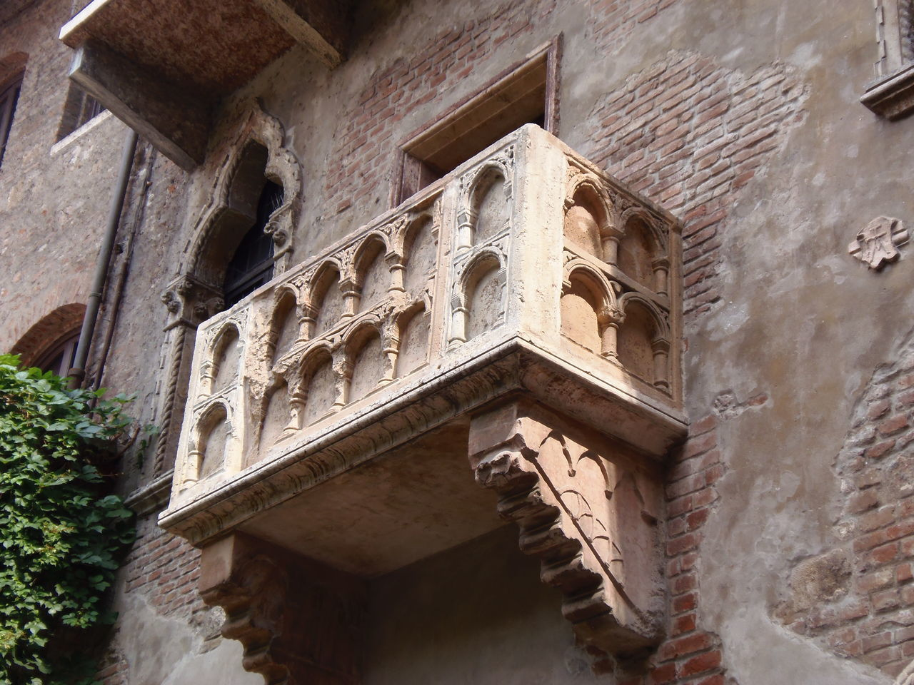 Architecture Building Exterior History Window Verona Italy Verona Verona In Love Juliet Balcony Juliet's House Juliet And Romeo Juliet's Balcony Juliethouse Romeo And Juliet Romeoandjuliet Romeo And Juliet's Balcony Romeo E Giulietta Romeo&juliet RomeoYJulieta Balcony View Balcony Shot Balconyview Travel Photography EyeEm Best Shots EyeEm Best Shots - Architecture EyeEmBestPics