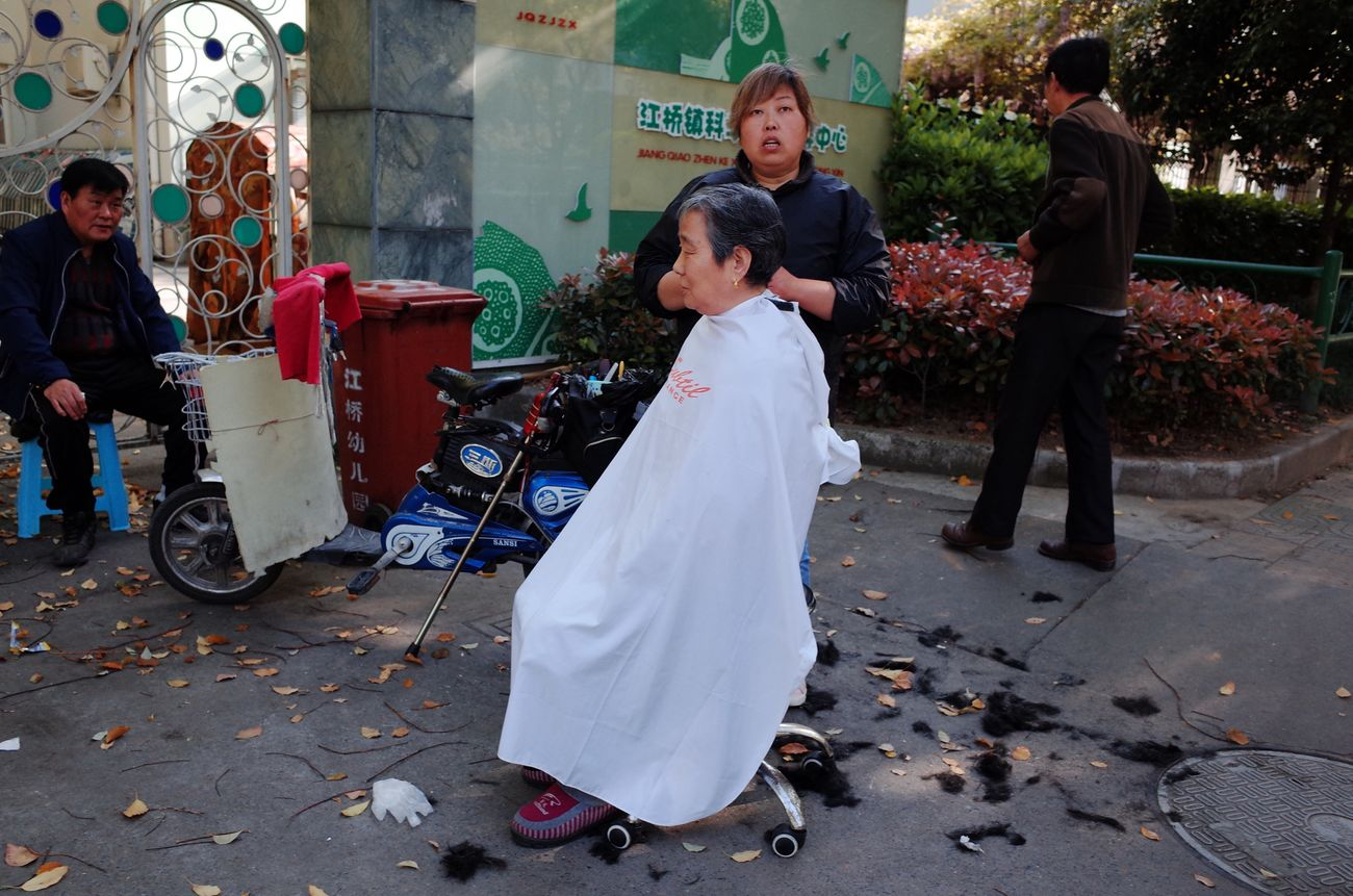 Street hairdressing of Shanghai Full Length Men Real People Lifestyles Outdoors Day Women Boys Standing Tree Adult People City Young Adult Streetphotography Urban Exploration Love Shanghai Haircut Hairdresser Hairdressing Shanghailife City Life