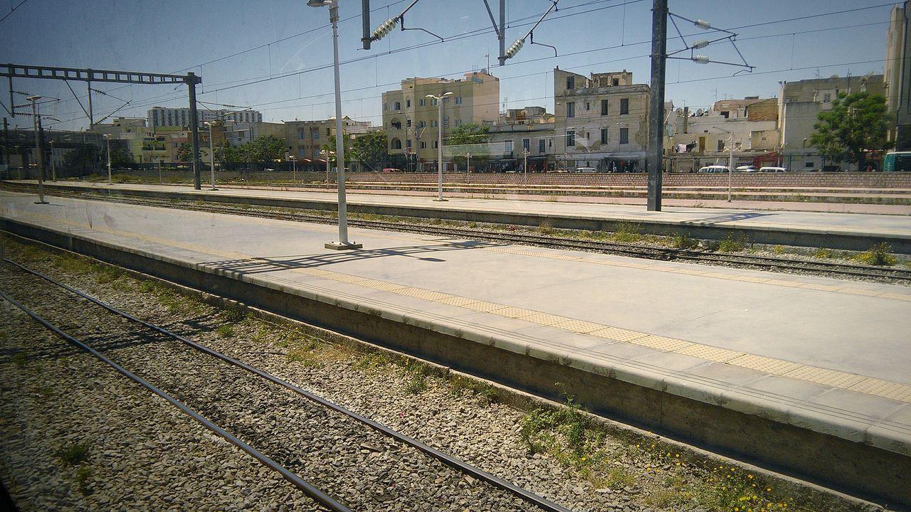 Public Transportation Place Public Eyeem Tunisia Sunshine Chemin De Fer Circulation