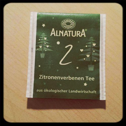 Ach und der heutige Tee aus meinem Kalender natürlich... Auch fein! Tea ALNATURA