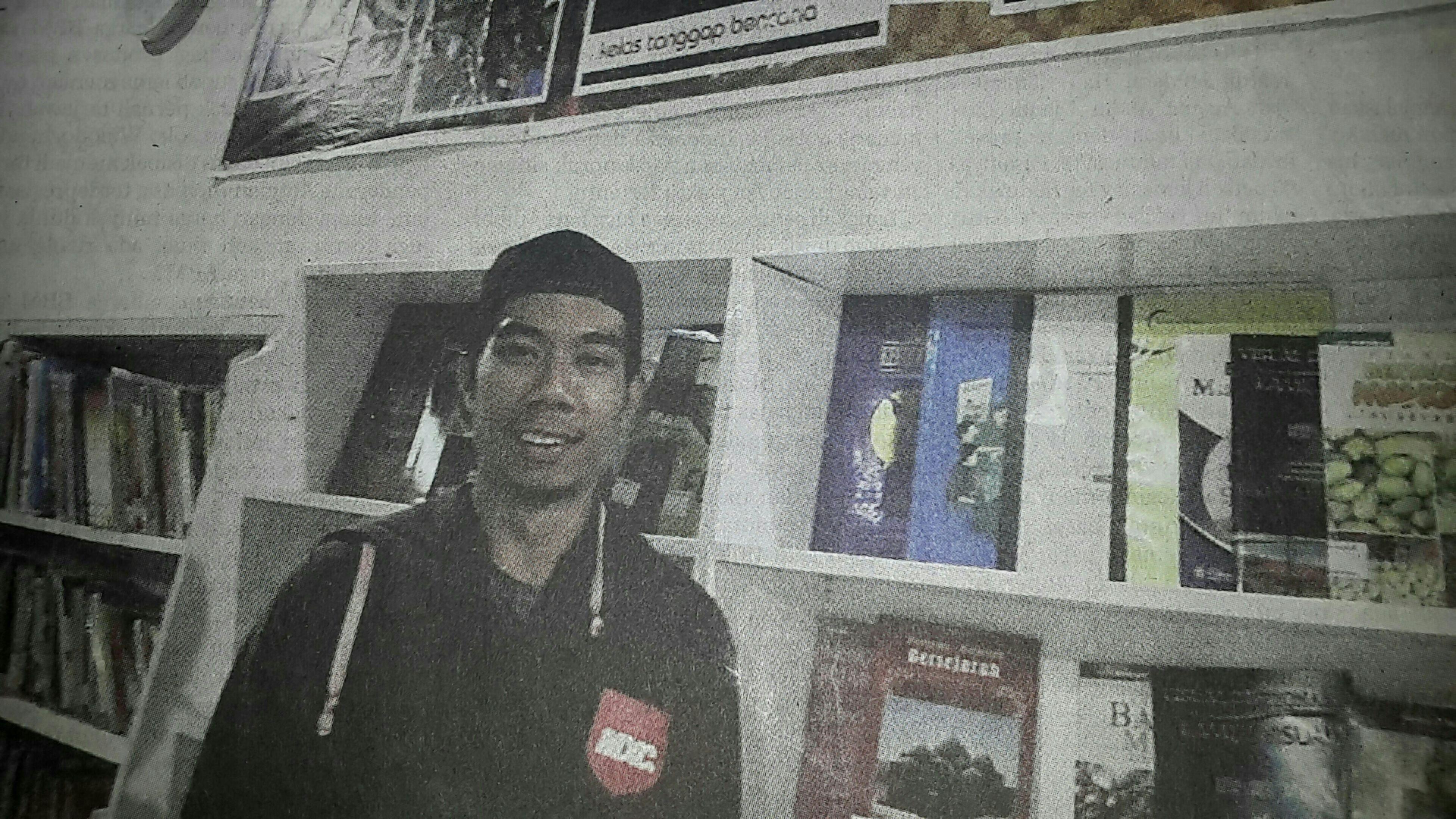 """Capturing original picture (Kompas/Khaerul Anwar) on page 16th of Kompas Daily Newspaper (10/5/15) had titled """"Eka Suryarahman : Wisata Gratis untuk Pendidikan"""". Pendidikan Wisata Keliling Kampung Rumahbelajar"""