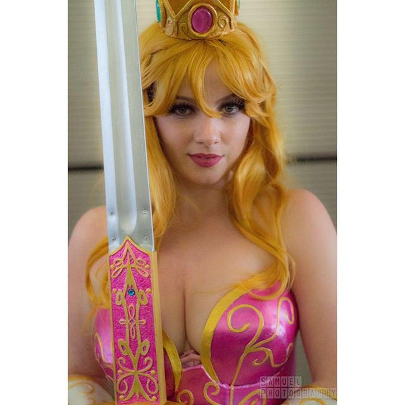 @elenablueskies as warrior princess peach NYCC Newyorkcomiccon NYCC2015 Nycc15 Cosplay Nyccosplay Cosplayphotography NYC Pink Princesspeach Warriorprincesspeach Nintendo Nintendocosplay Mushroomkingdom