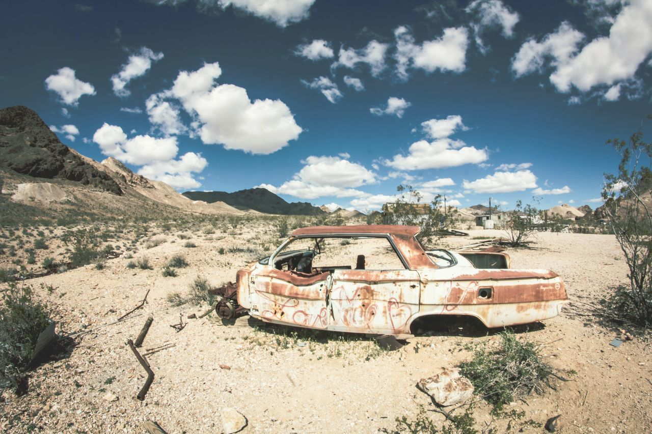 'Love Me' abandoned car. Rhyolite Ghost Town Rhyolite Car Art Desert Art Deserted Art Ghost Town Desert Nevada Nevada Desert MeinAutomoment Best Of EyeEm Intriguing Feel The Journey Original Experiences Once In A Lifetime The Great Outdoors - 2016 EyeEm Awards Lieblingsteil
