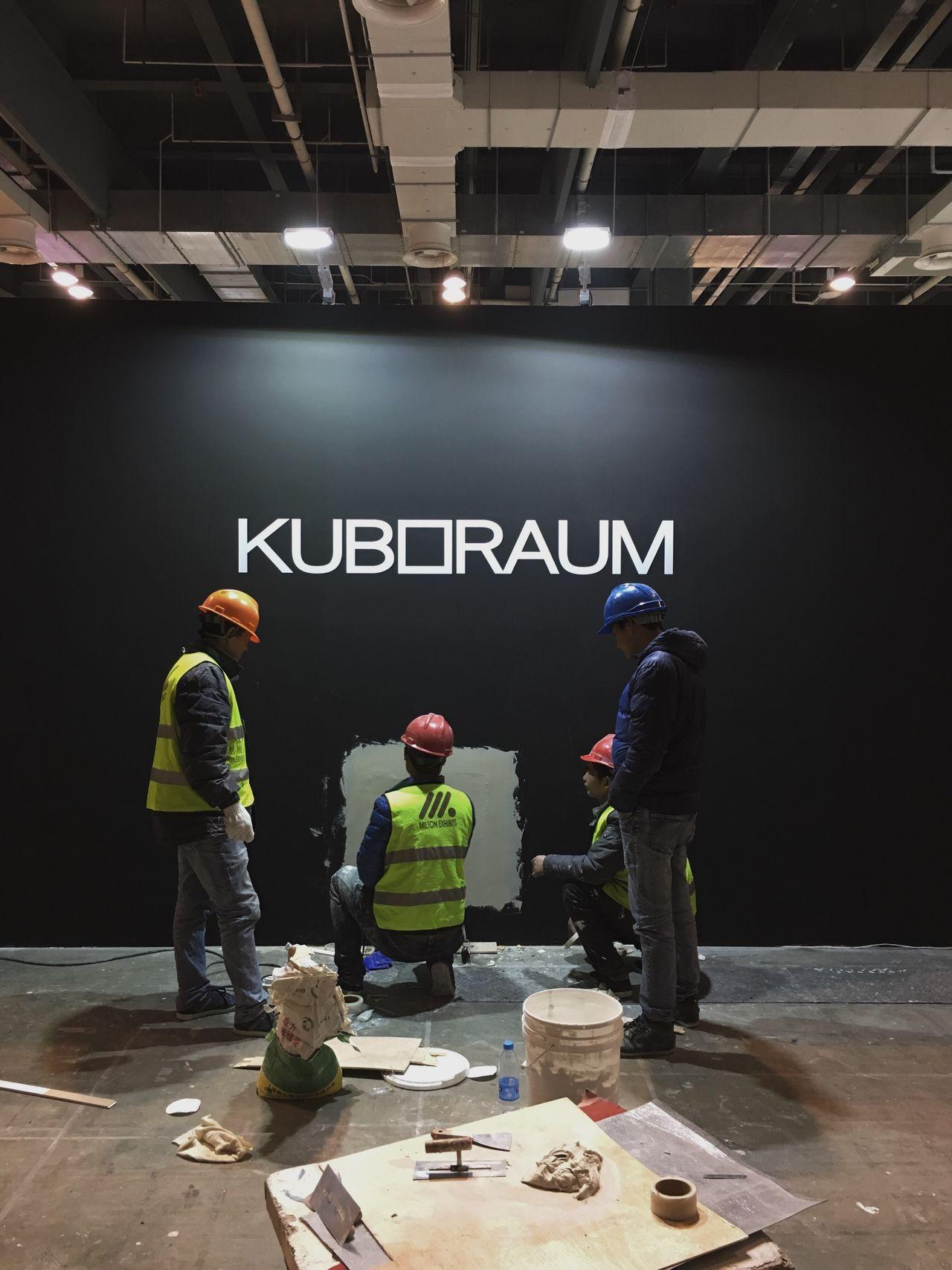 Kuboraum Tradefair Busystranger Workers