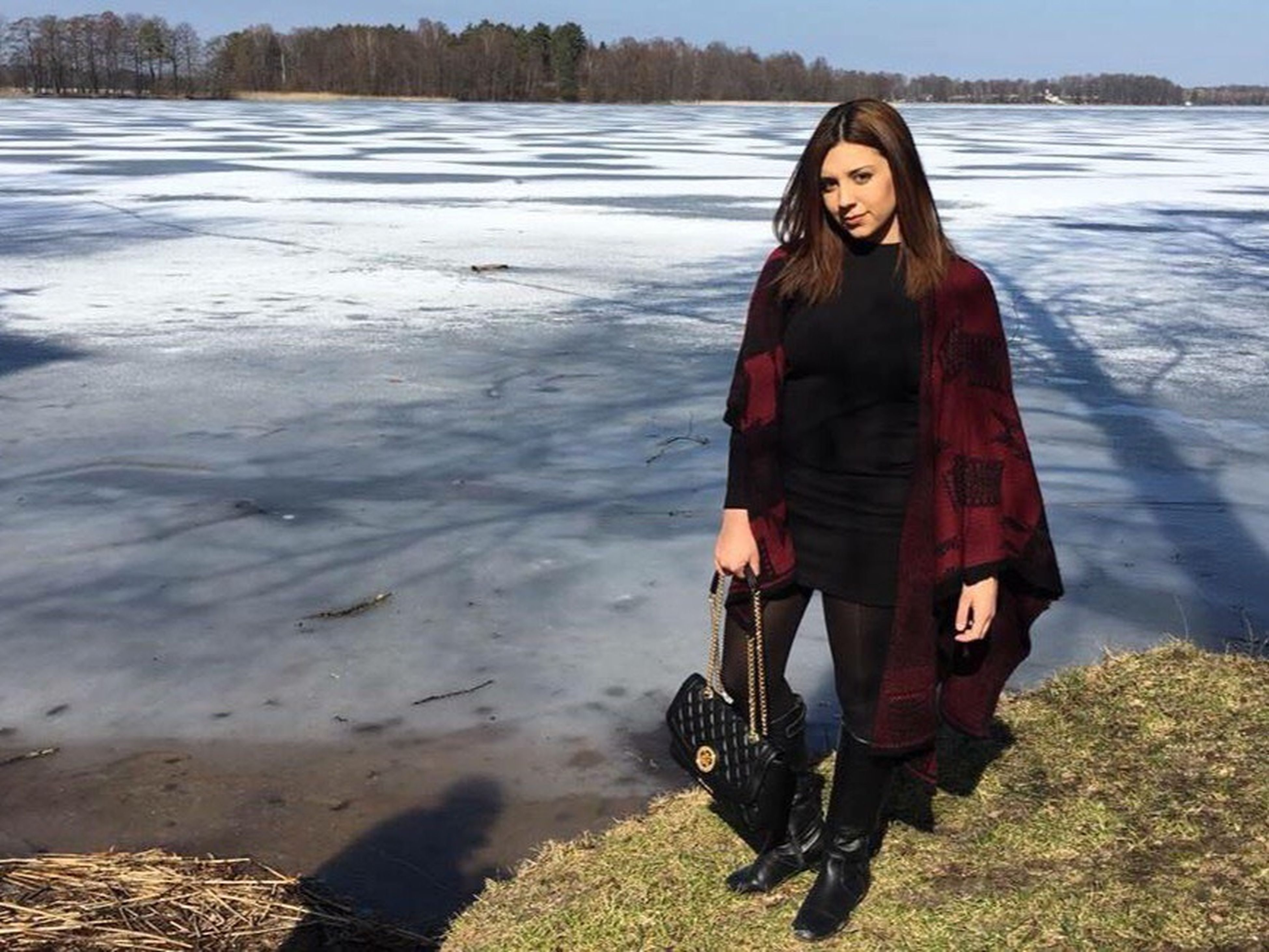 lifestyles, water, leisure activity, casual clothing, person, young adult, standing, full length, front view, looking at camera, portrait, three quarter length, lake, vacations, warm clothing, young women, outdoors