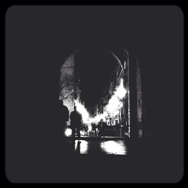 A las puertas!!! Blackandwhite Photography Bnw Valenciagram Blancoynegro