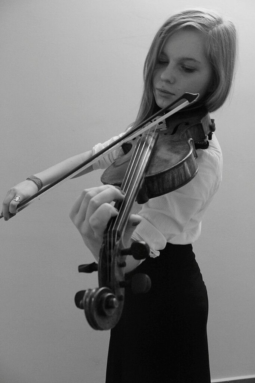 music, one person, musical instrument, musician, playing, real people, holding, violin, leisure activity, young adult, skill, young women, musical instrument string, lifestyles, studio shot, standing, arts culture and entertainment, classical music, indoors, violinist, performance, portrait, blond hair, white background, close-up, day, adult, people