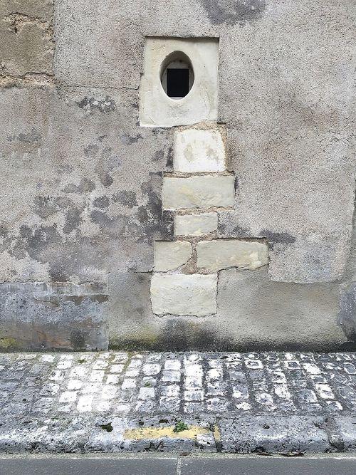 🏠🎎. 📌 #Mur 📍 Vendôme - Centre ville 📅 04.06.2016 📱 #iPhone6S #ProCamera #Skrwt #SnapSeed • Wall • IPhone Procamera Skrwt Snapseed •