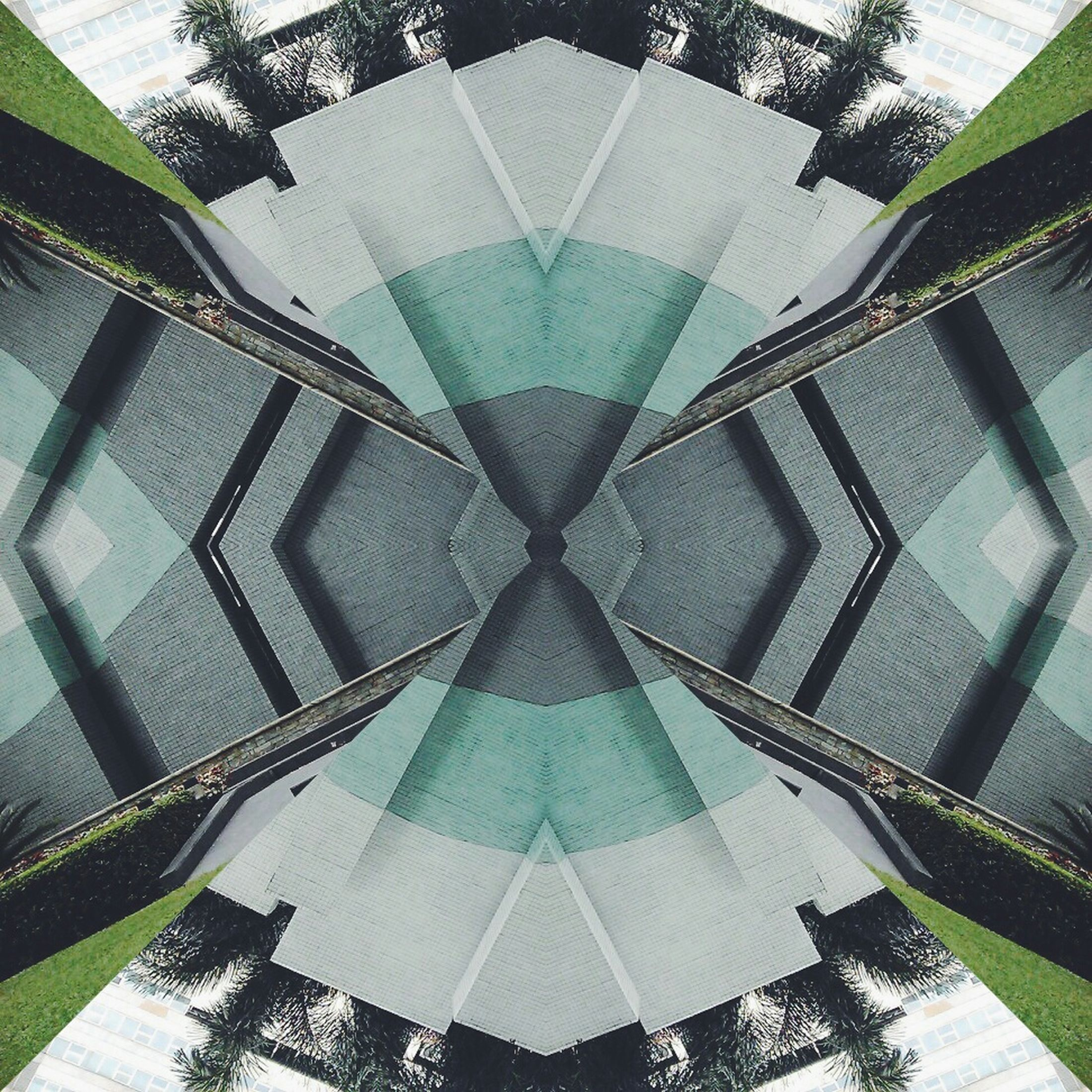 Because I miss Mirrorgram (now SparkMode) and it's taking too long to come to Android. 23JANMMXV Mirrorgram D3lta Park Symmetry Urban Geometry