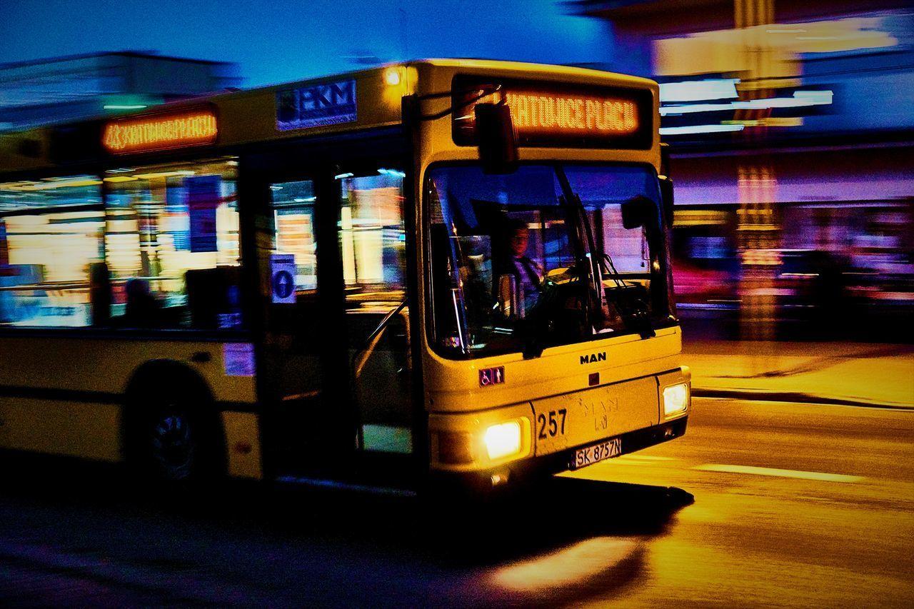 Adam Dziergaczow Autobus Bus Move Trip Wey Yellow