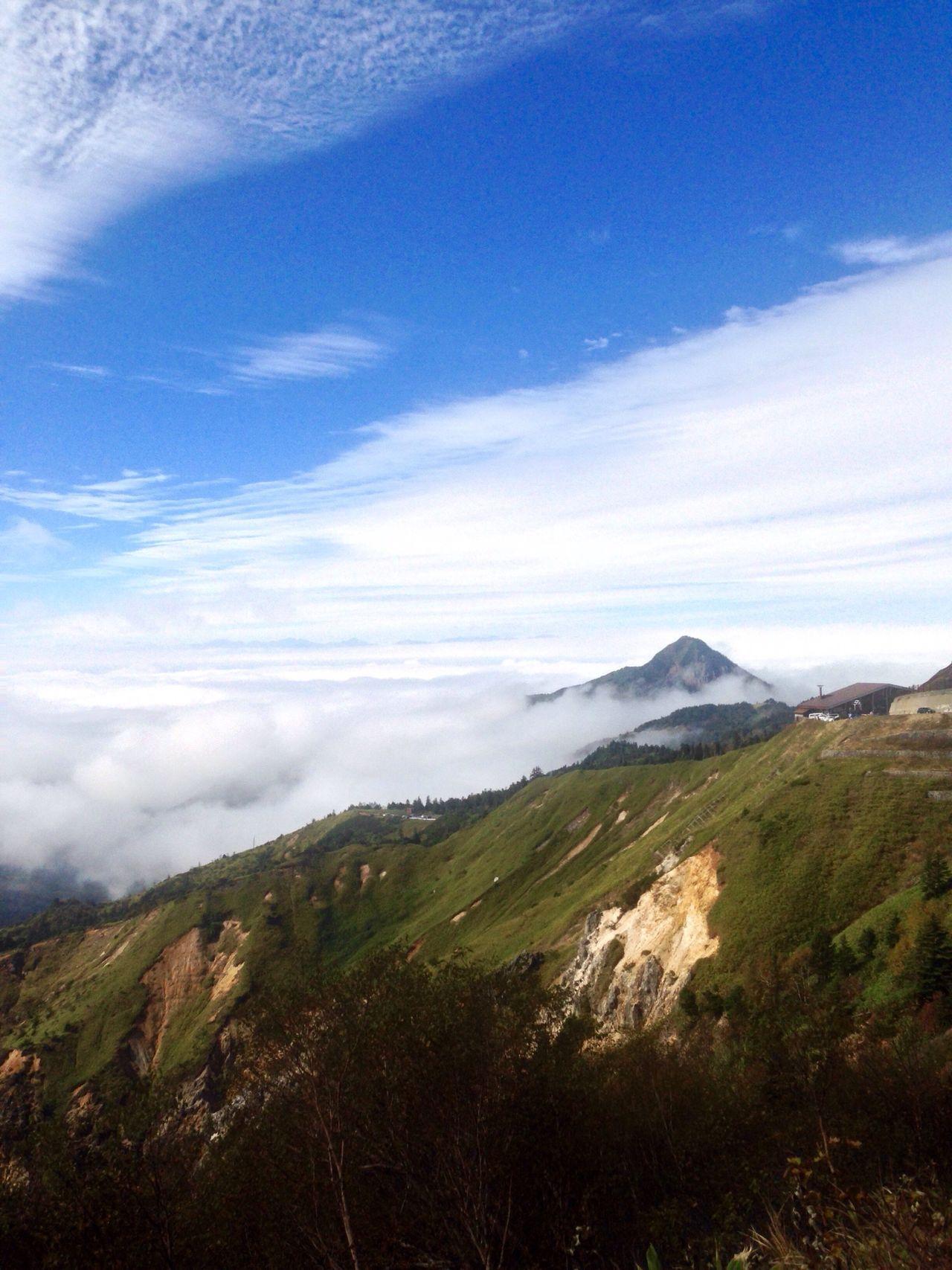 長野県 山ノ内町 志賀高原 横手山ドライブイン付近からの撮影ですね〜♪ 2016.10.10 iPhone5での撮影📱 すっかり忘れてました!紅葉は標高が高いので 終わってます。🍂🍁 Tranquil Scene Mountain Scenics Landscape Tranquility Sky Non-urban Scene Nature Idyllic Cloud Remote Cloud - Sky Majestic Physical Geography Valley Tourism Mountain Ridge Distant Countryside 志賀高原 山ノ内町 笠ヶ岳 長野県 Beauty In Nature EyeEmBestPics