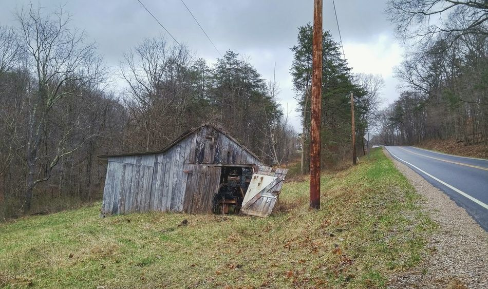 Logan Ohio Small Town Back Roads Back Road Driving Overcast Abandoned Abandoned Places Abandoned Buildings Abandoned Barn Barn Ohio Outdoors Outdoor Photography Trees Dilapidated Rural Rural Exploration Rurex