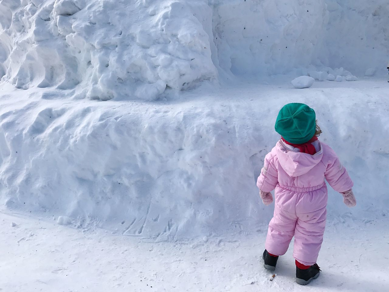 Winter Cold Temperature Snow Child Children Only Warm Clothing Ice Childhood Nature Full Length Frozen One Person Environment Outdoors Real People Beauty In Nature Day People